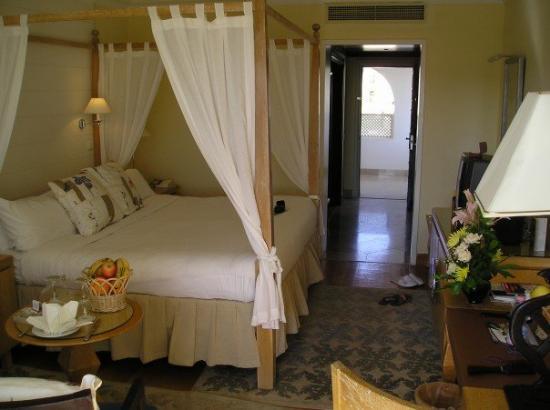 Royal Savoy Hotel and Villas image33