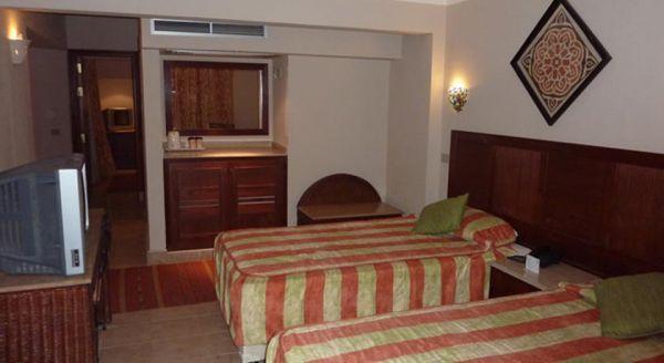 Romance Hotel image4