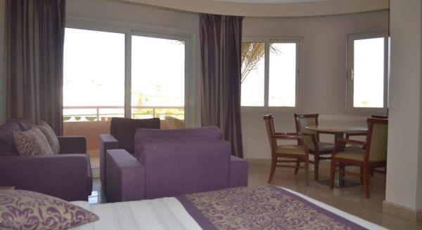 Romance Hotel image7