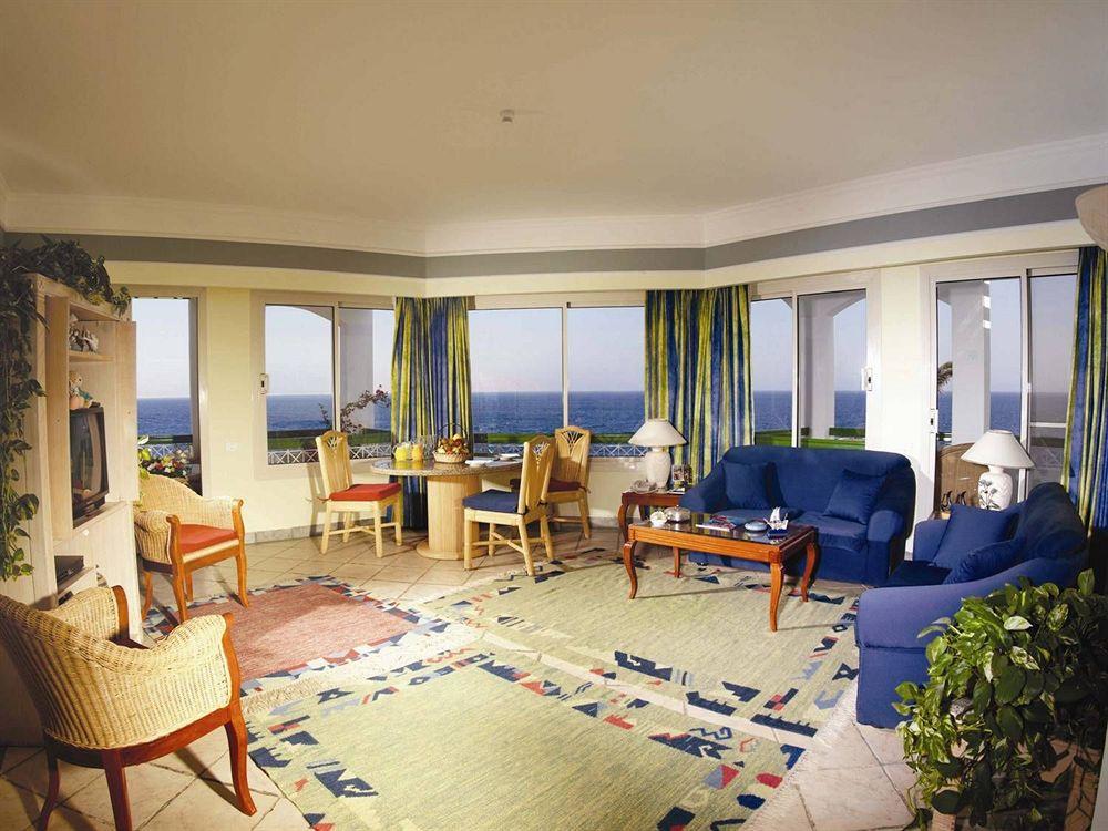 Coral Beach Resort Tiran image8