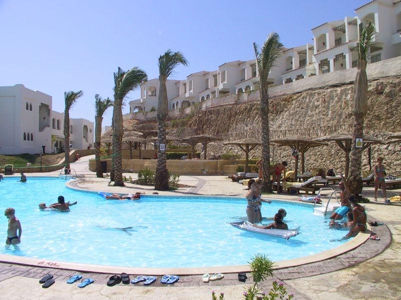 Coral Beach Resort Tiran image14
