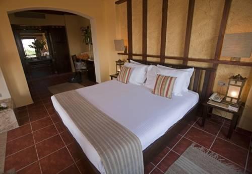 Tamra Beach Hotel image14
