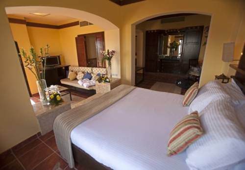 Tamra Beach Hotel image2